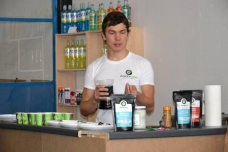 Dušan Plichta vysvetľuje kritériá výberu kávových zŕn