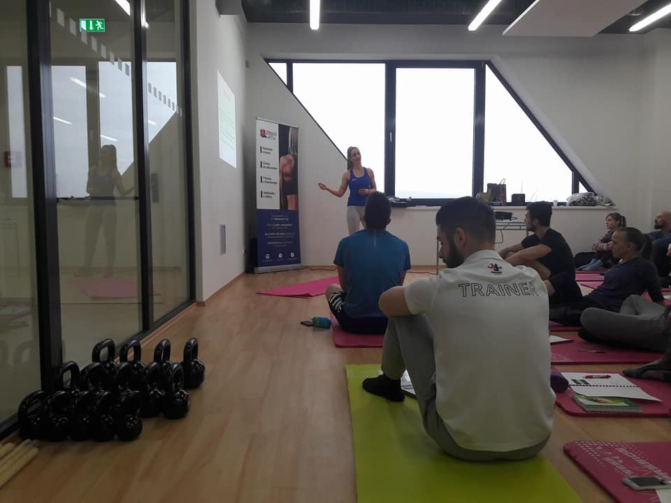 Bolesť veľkých kĺbov- spojenie fyzioterapie jógy a silového tréningu